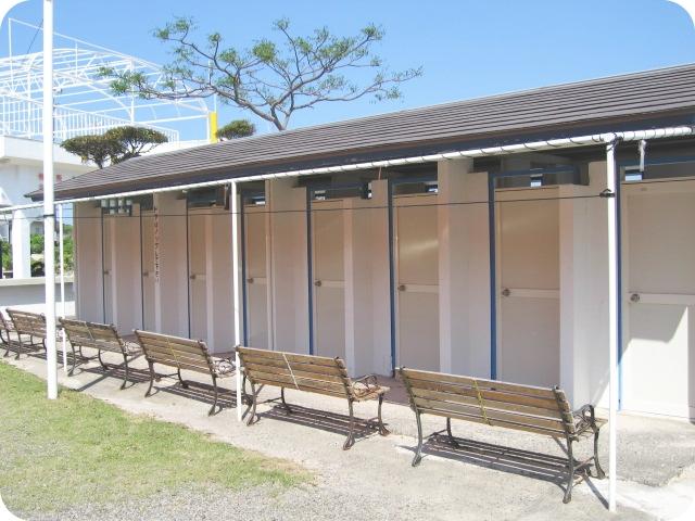 個室温水シャワー室外観