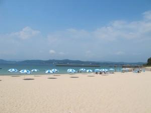 お盆過ぎ、平日の御座白浜海水浴場